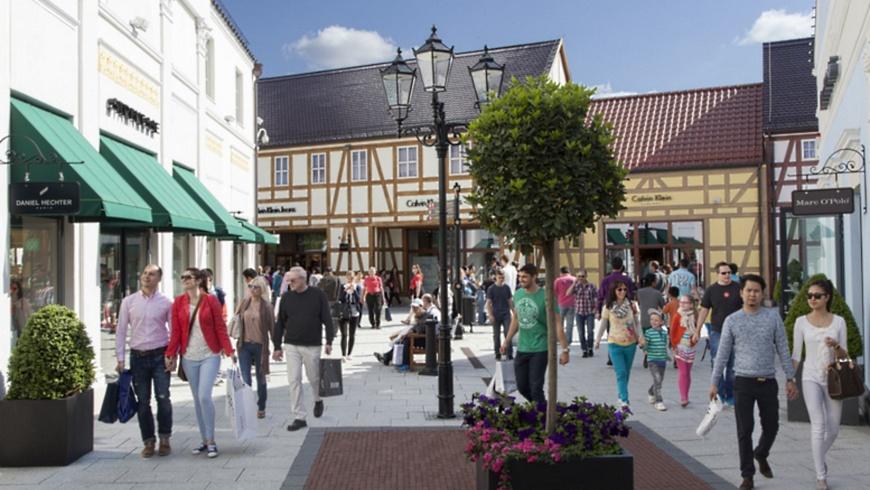 Einkaufsbummel mit Altstadt-Feeling mit 90 Marken-Stores