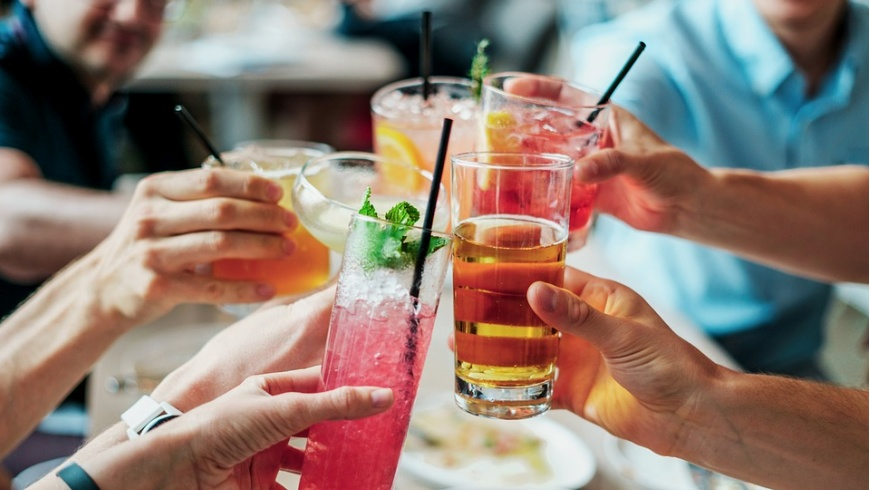 Longdrinks und Biere