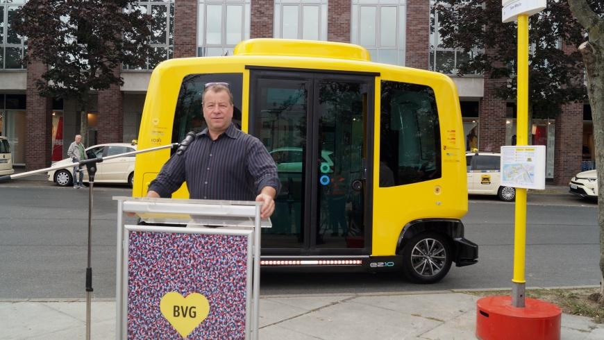 Start des EasyMile-BVG-Minibus