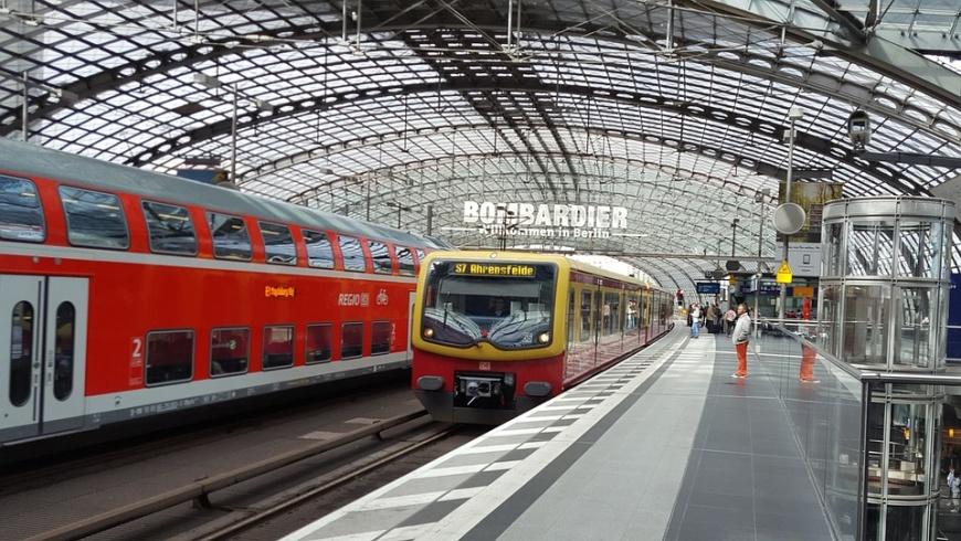 DB-Regio und S-Bahn im Berliner Hauptbahnhof - Foto: pixabay