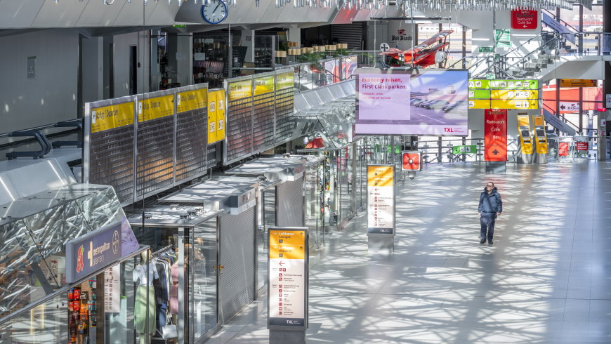 Menschenleeres Hauptterminal des Flughafen Tegel