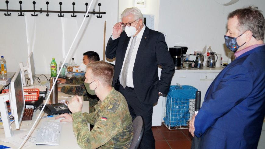 Bundeswehr hilft bei der Datenerfassung im Corona-Lagezentrum - Foto: © Bezirksamt Reinickendorf