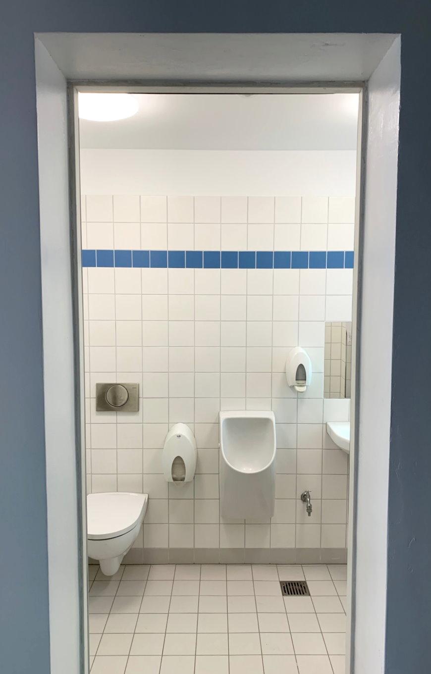 WC-Anlage in der Jugendfreizeiteinrichtung Dachsbau - Foto:  © Bezirksamt Reinickendorf