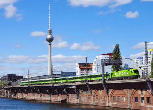Flix Train auf der Stadtbahn